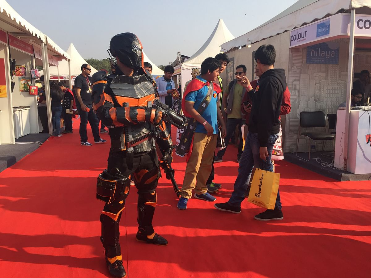 A fan dressed as Deathstroke, a character from the DC Universe, at Comic Con Delhi 2015. (Photo: <b>The Quint</b>)