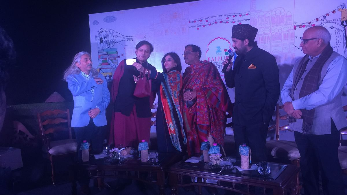 (L-R) Sanjoy Roy, Shashi Tharoor, Shazia Ilmi,  Pavan Varma, Syed Salman Chisty and Sudheendra Kulkarni at the Jaipur Literature Festival curtain raiser. (Photo: <b>The Quint</b>)