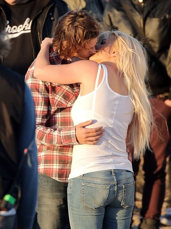"""Britney kisses her co-star on sets of her music video (Photo: <a href=""""http://www.laineygossip.com/Britney-Spears-kisses-model-on-the-set-of-music-video/28682"""">www.laineygossip.com</a>)"""