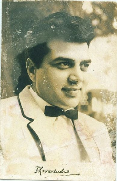 A vintage autographed picture of Dharmendra. (Photo courtesy: Twitter)
