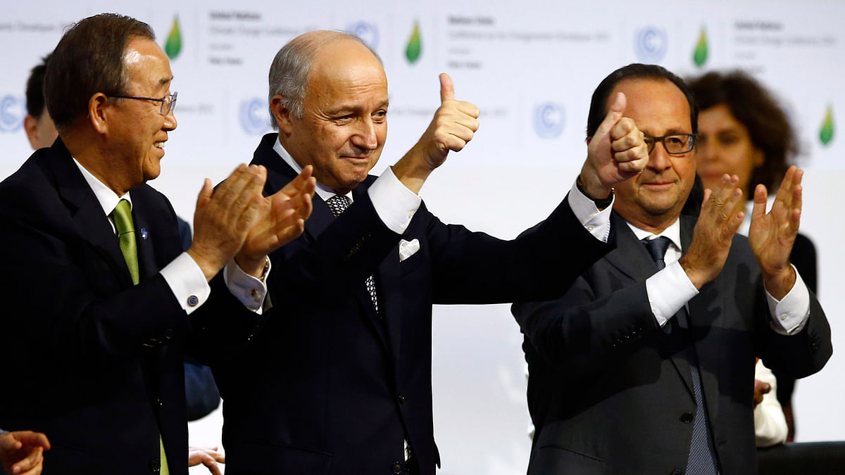 French foreign minister and President of the COP21Laurent Fabius (center) (Photo: AP)