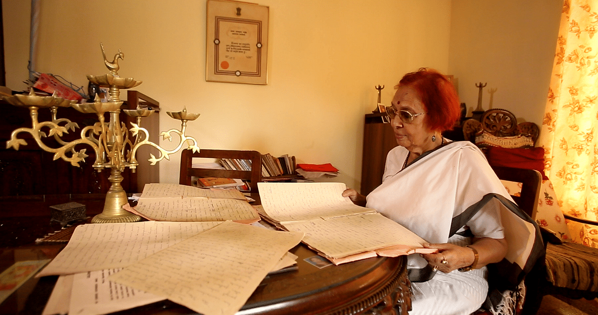 Libia Lobo goes through the transcripts of her radio broadcasts at her house in Panjim, Goa. (Photo: <b>The Quint</b>)