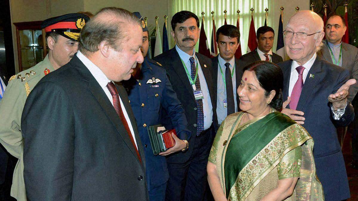 Pakistan PM Nawaz Sharif (left) with External Affairs Minister Sushma Swaraj and her Pakistani counterpart Sartaj Aziz. (Photo: PTI)