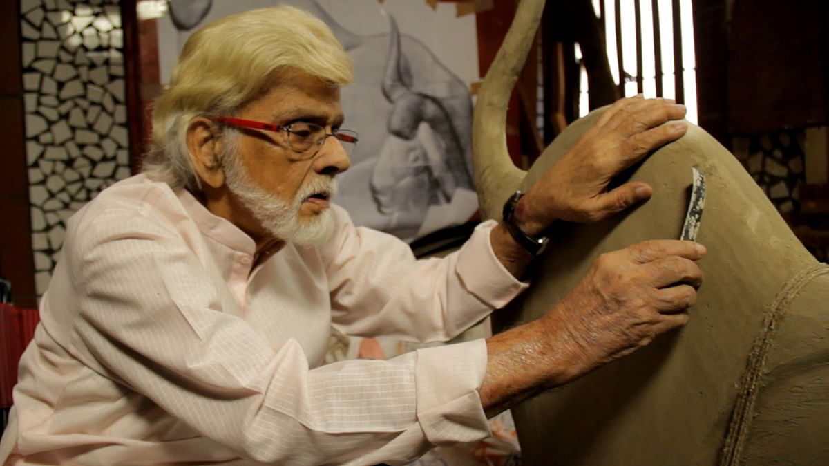 Satish Gujral while working in his studio, September 2015. (Photo Courtesy: Sahar Zaman)