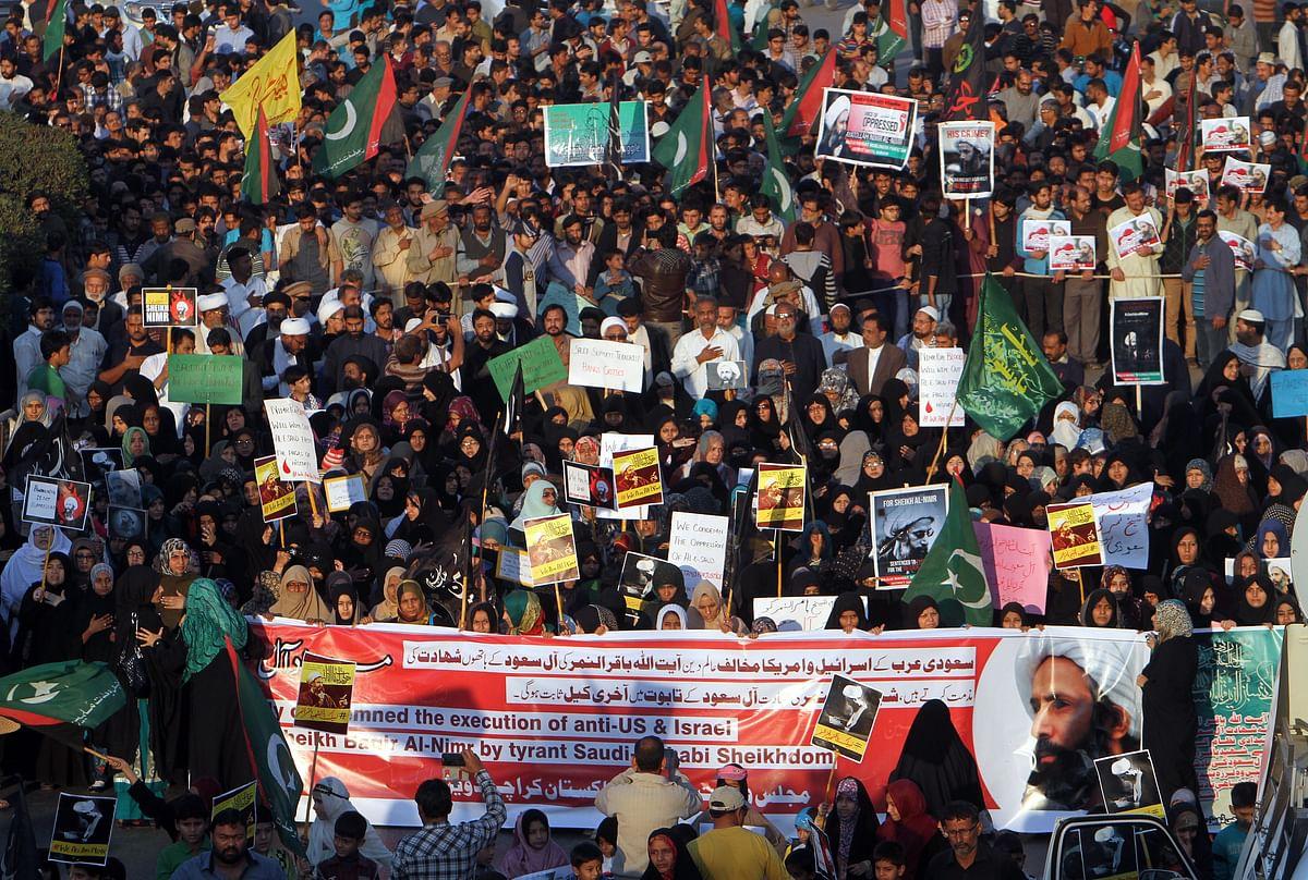 Shiite Muslim women chant slogans during a rally to condemn the execution of Saudi Shiite cleric Sheikh Nimr al-Nimr in Karachi, Pakistan. (Photo: AP)