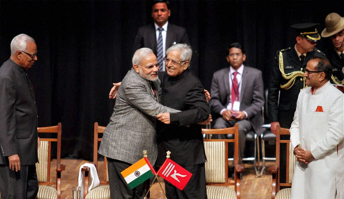 Narendra Modi hugged  Mufti Mohammad Syeed during Mufti's oath taking ceremony as Chief Minister of J&K. (Photo: PTI)