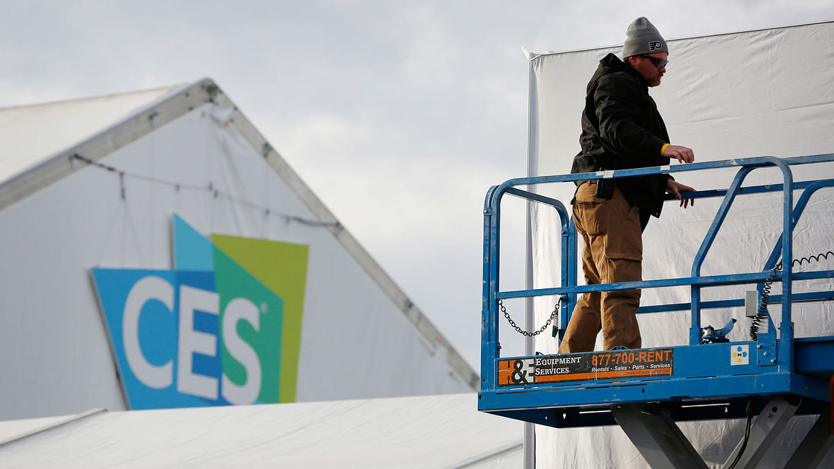 A worker helps prepare a temporary structure in preparation for the International CES gadget show Sunday, 3 January 2016, in Las Vegas. The show officially kicks off Wednesday, Jan. 6. (Photo: AP/John Locher)