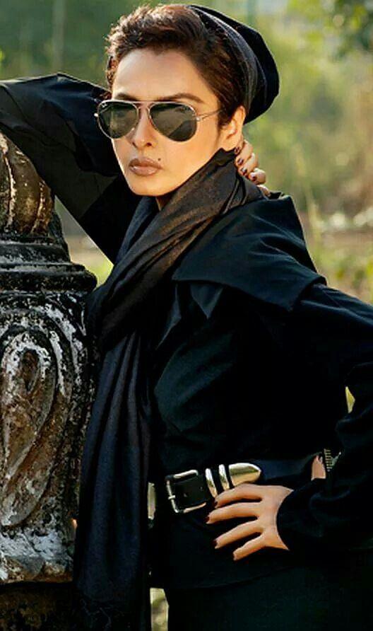 "Rekha's all-time glamour (Photo: <a href=""https://in.pinterest.com/pin/535717318154777053/"">Pinterest/VanesaR)</a>"