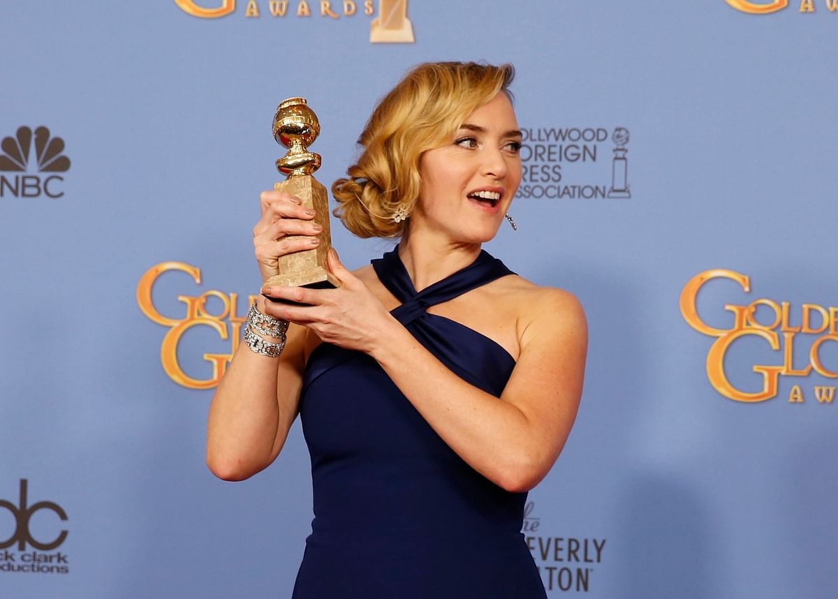 """Actress Kate Winslet poses with her award for Best Performance by an Actress in a Supporting Role in any Motion Picture for her role in """"Steve Jobs"""" backstage at the 73rd Golden Globe Awards in Beverly Hills, California (Photo: Reuters)"""