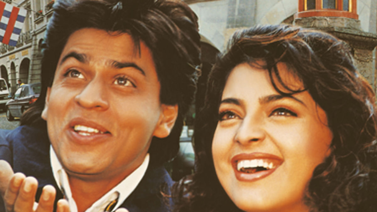 "Shah Rukh Khan and Juhi Chawla on the sets of the legendary<i> Yes Boss</i>. (Photo Courtesy: <a href=""https://www.facebook.com/srkuniverse/photos_stream"">Facebook/Shah Rukh Khan Fan Club</a>)"