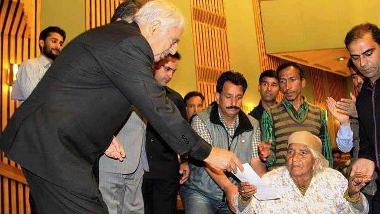 """Mufti <i>sahib's</i> """"healing touch"""" policy showed his political maturity. (Photo Courtesy: <a href=""""https://www.facebook.com/Muftimohammadsayeed/photos/pb.1411239649188257.-2207520000.1452242392./1456219904690231/?type=3&amp;theater"""">Facebook</a>)"""