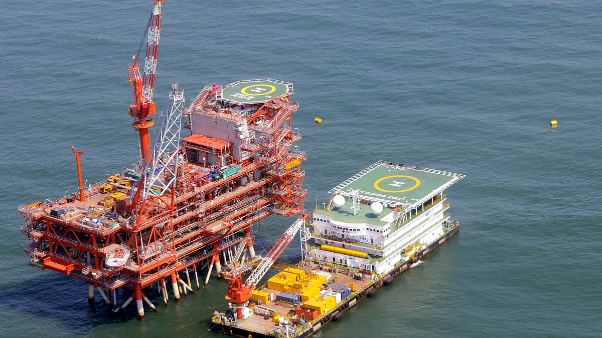 Reliance Industries KG-D6's control and raiser platform is seen off the Bay of Bengal in this undated handout photo. (Photo: Reuters)