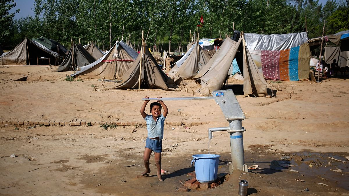 A child fills a water bucket using a hand pump at a relief camp in the village of Kutba, Muzaffarnagar, affected by 2013 riots in Uttar Pradesh, April 9, 2014. (Photo: Reuters)