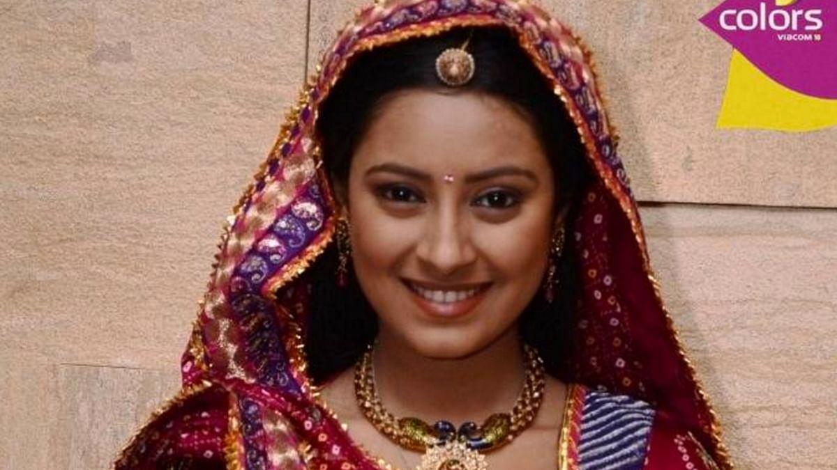 Popular TV actress Pratyusha Banerjee, who starred in Balika Vadhu, has alleged some policemen molested her at her residence in Mumbai. (Photo Courtesy: www.colorstv.com)