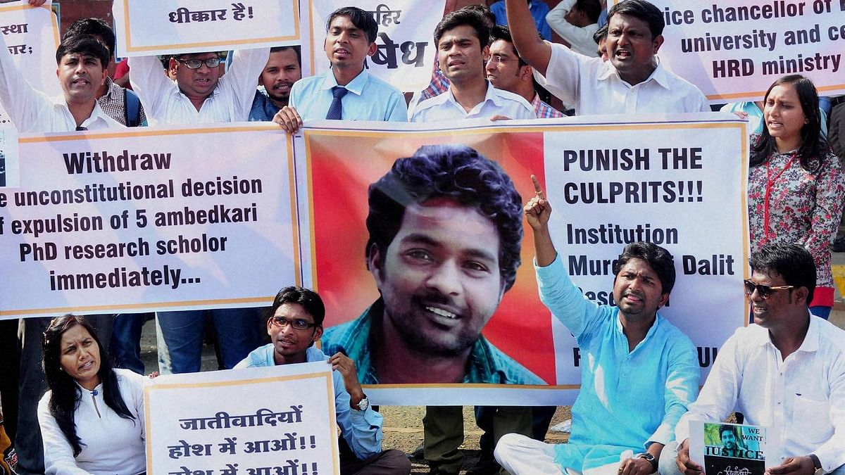 """Students protesting against Rohith Vemula's suicide. (Photo: PTI)<a href=""""http://www.thequint.com/section/Hot%20Wire""""></a>"""