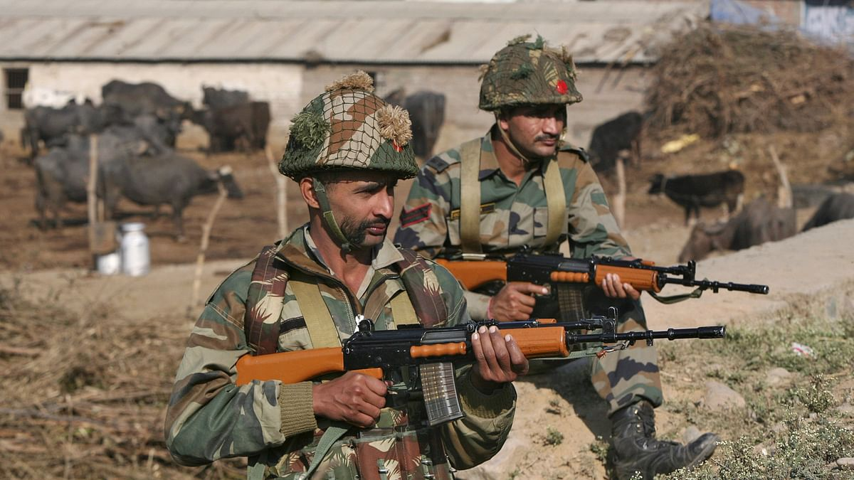Soldiers stand guard near the Indian Air Force base at Pathankot in Punjab on 3 January 2016. Photo used for representational purpose. (Photo: Reuters)