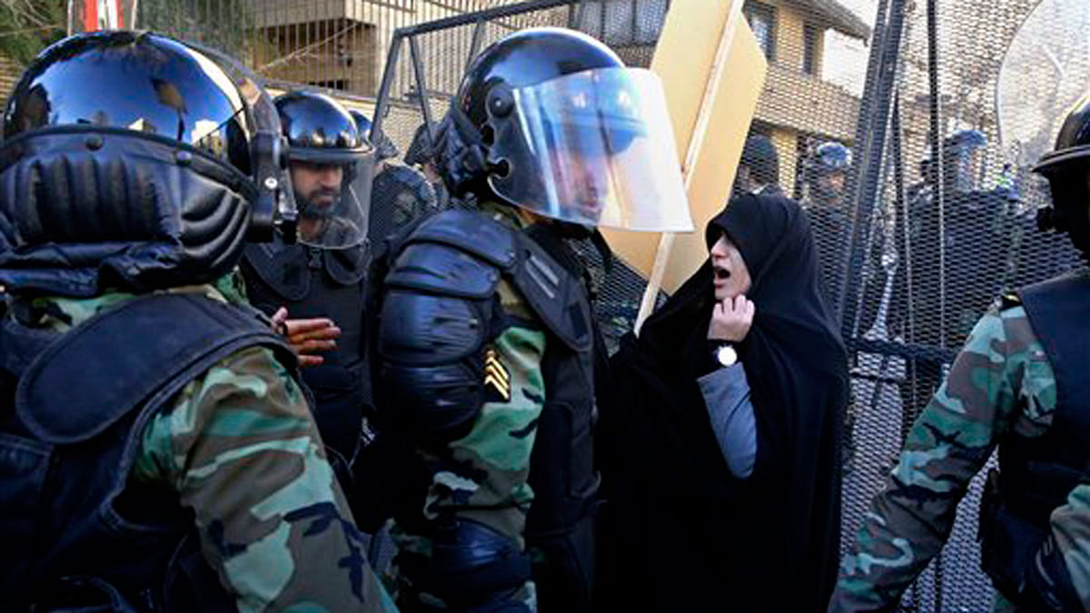 Police officers try to disperse protestors during a protest in front of the Saudi embassy in Tehran, Iran. (Photo: AP)