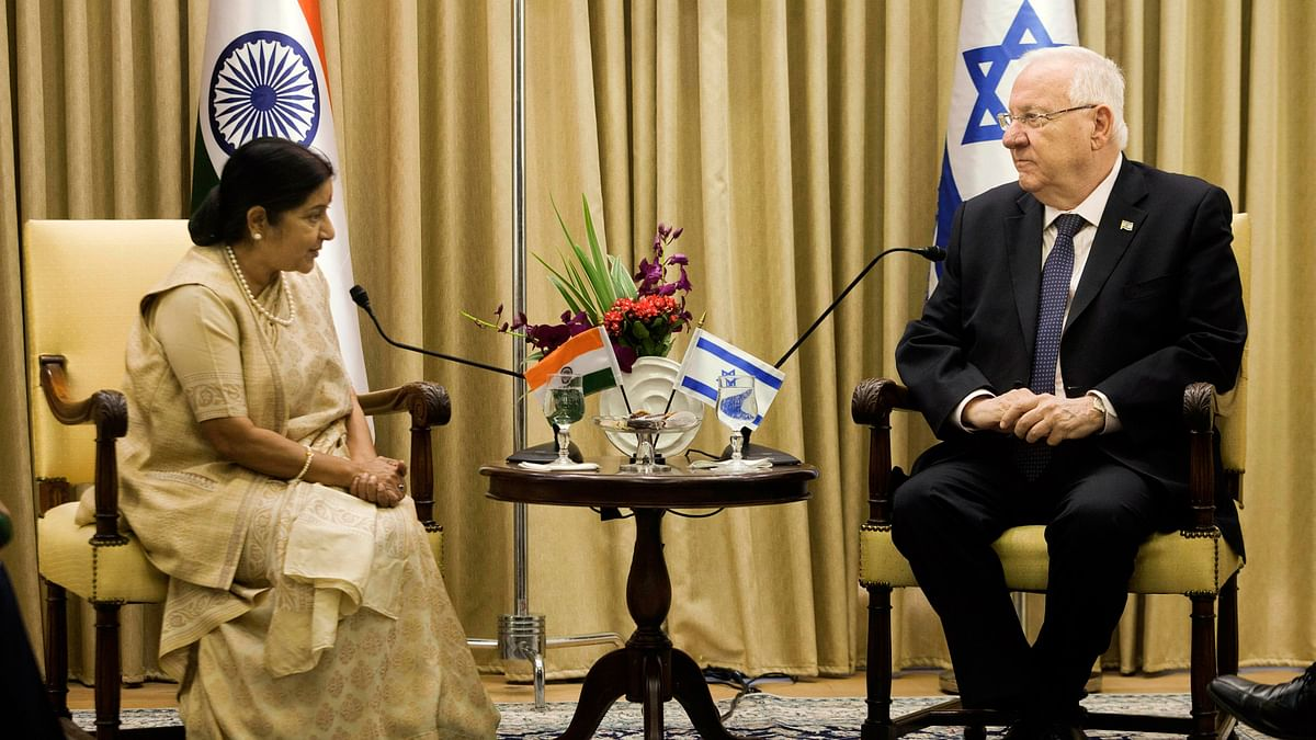 Israel's President Reuven Rivlin meets with Minister of External Affairs, Sushma Swaraj at the President's residence in Jerusalem, Monday, 18 January 2016. (Photo: AP)