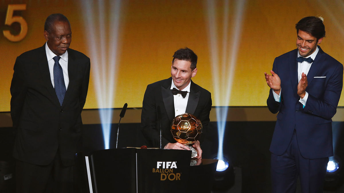Lionel Messi (centre) receives the Ballon d'Or from Kaka (right). (Photo: Reuters)
