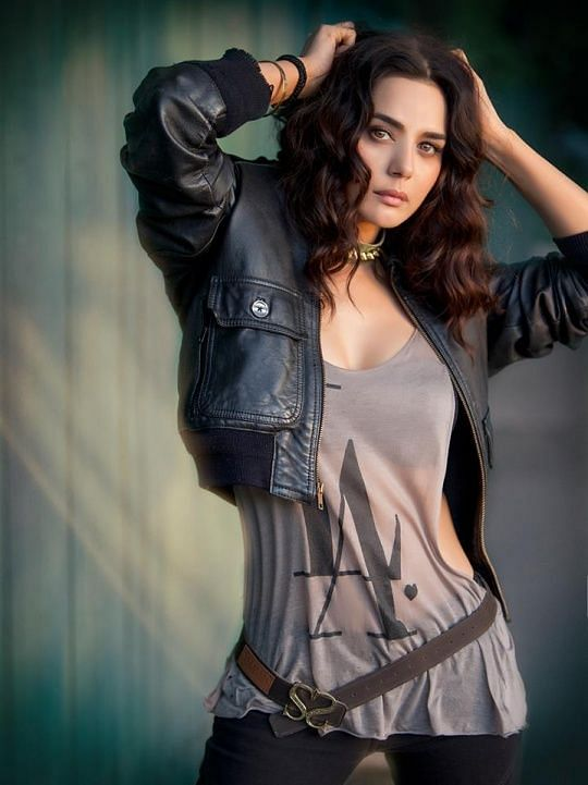 """Preity Zinta sizzles in a gunjee and leather jacket (Photo: <a href=""""https://in.pinterest.com/pin/570127634050916562/"""">Pinterest/Manish Chheda</a>)"""