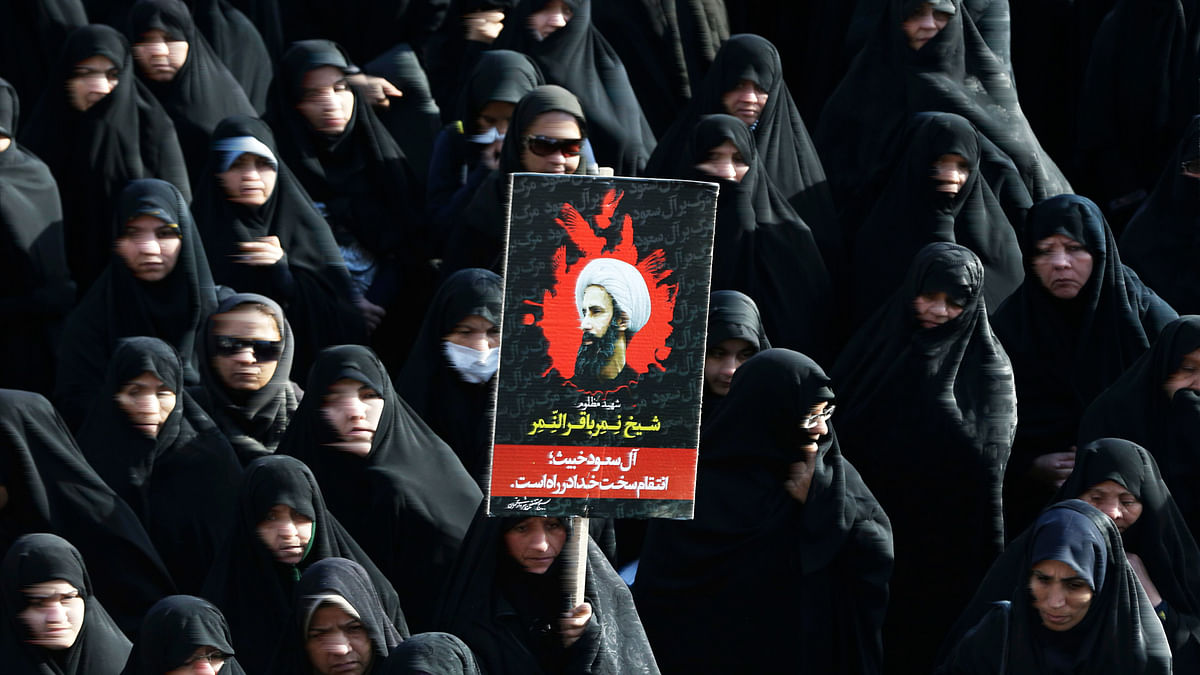Iranian women hold up Sheikh Nimr al-Nimr's poster in a protest of his execution by Saudi Arabia. (Photo: AP)