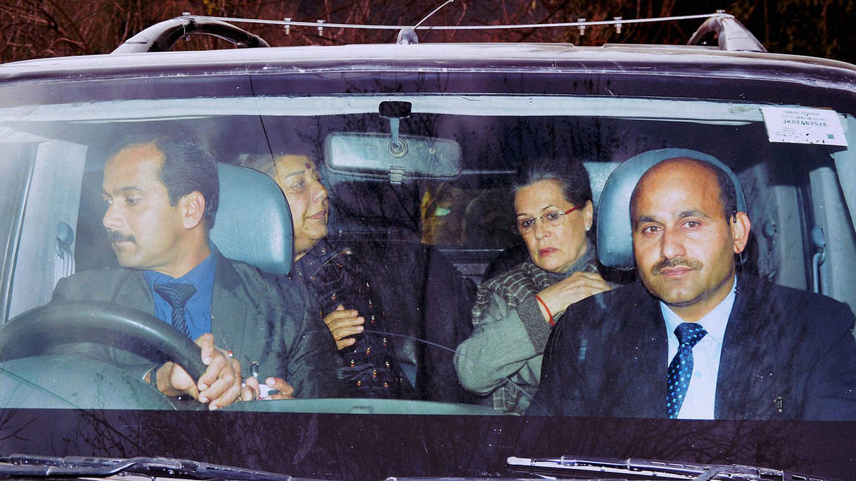 Congress President Sonia Gandhi along with party leader Ambika Soni arrives at the residence of late Chief Minister of Jammu and Kashmir Mufti Mohammad Sayeed to pay condolence his daughter (Photo: PTI)