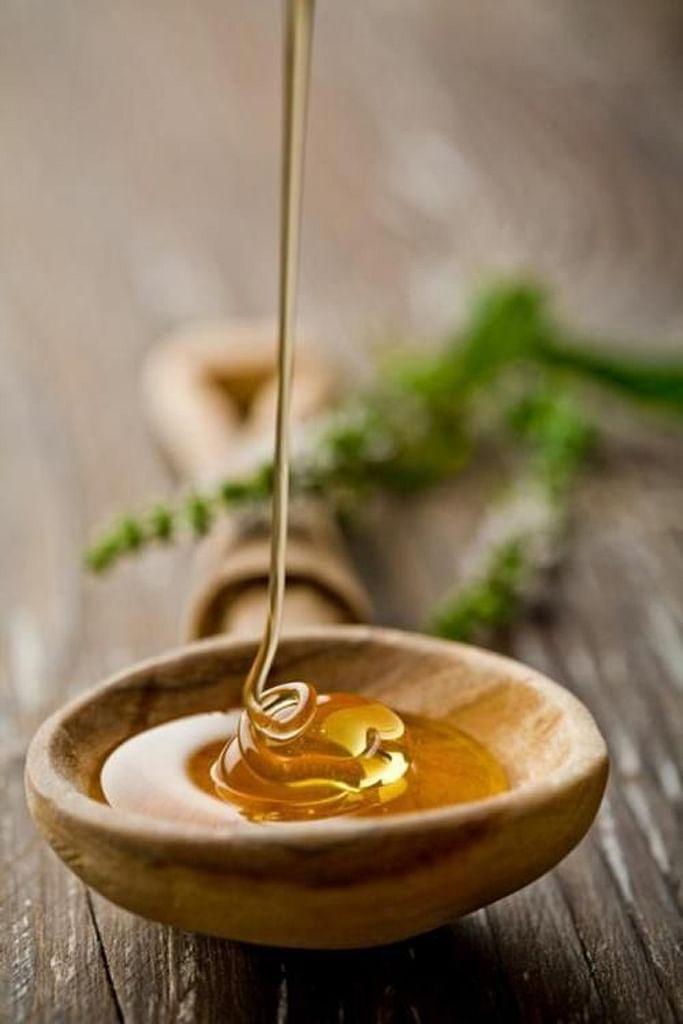 1 tablespoon of raw honey. (Photo Courtesy: Pinterest)