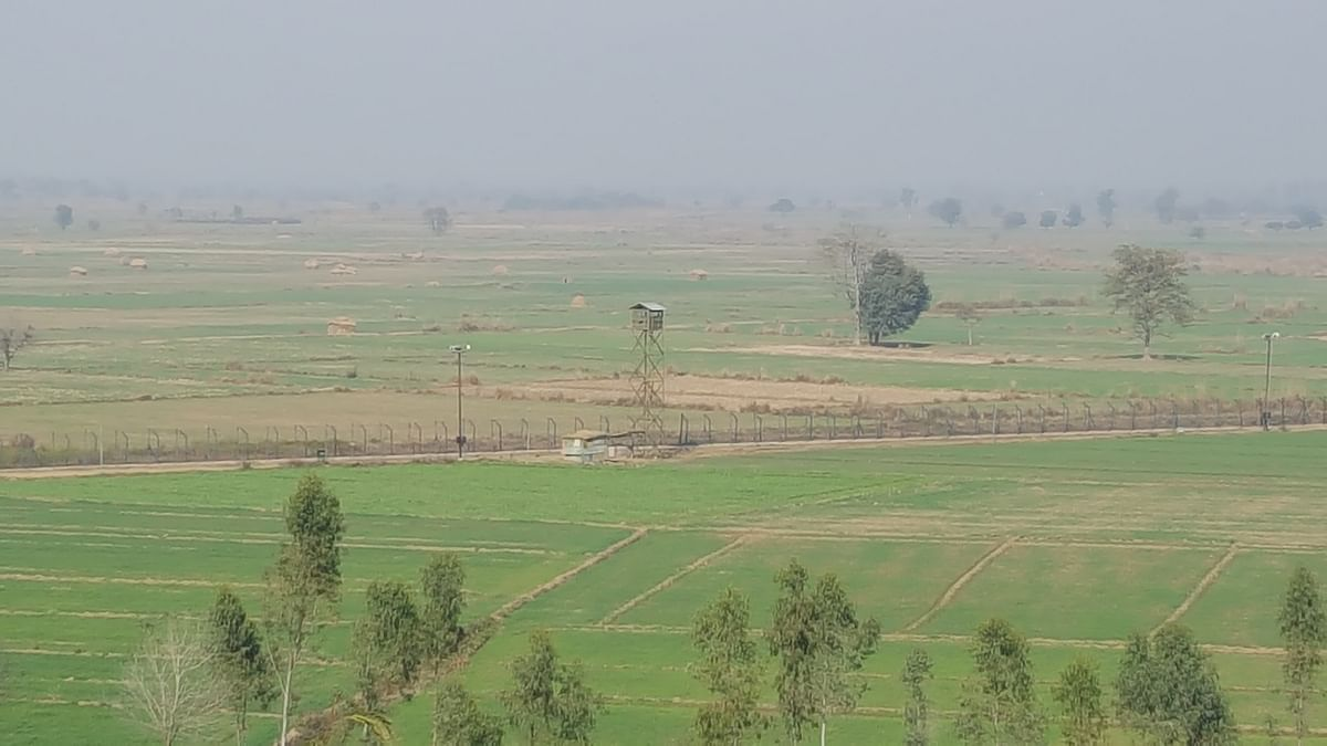 A view of the barbed wire fencing somewhere in Bamial village in Pathankot. The picture was taken from an elevated part of a BSF outpost of the force's 132nd battalion in Bamial, Pathankot. (Photo: Chandan Nandy)