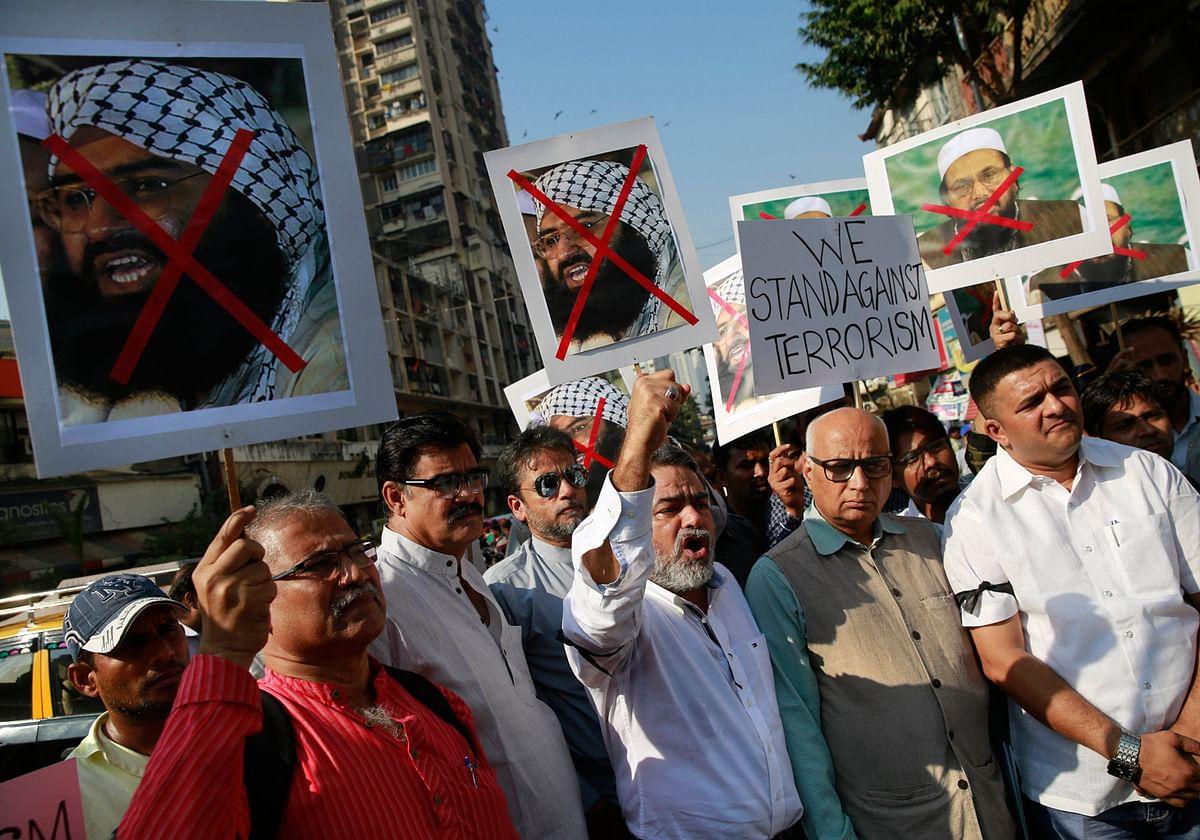 Protestors  hold placards and shout slogans, condemning the attack at Pathankot Air Force Base. (Photo: AP)
