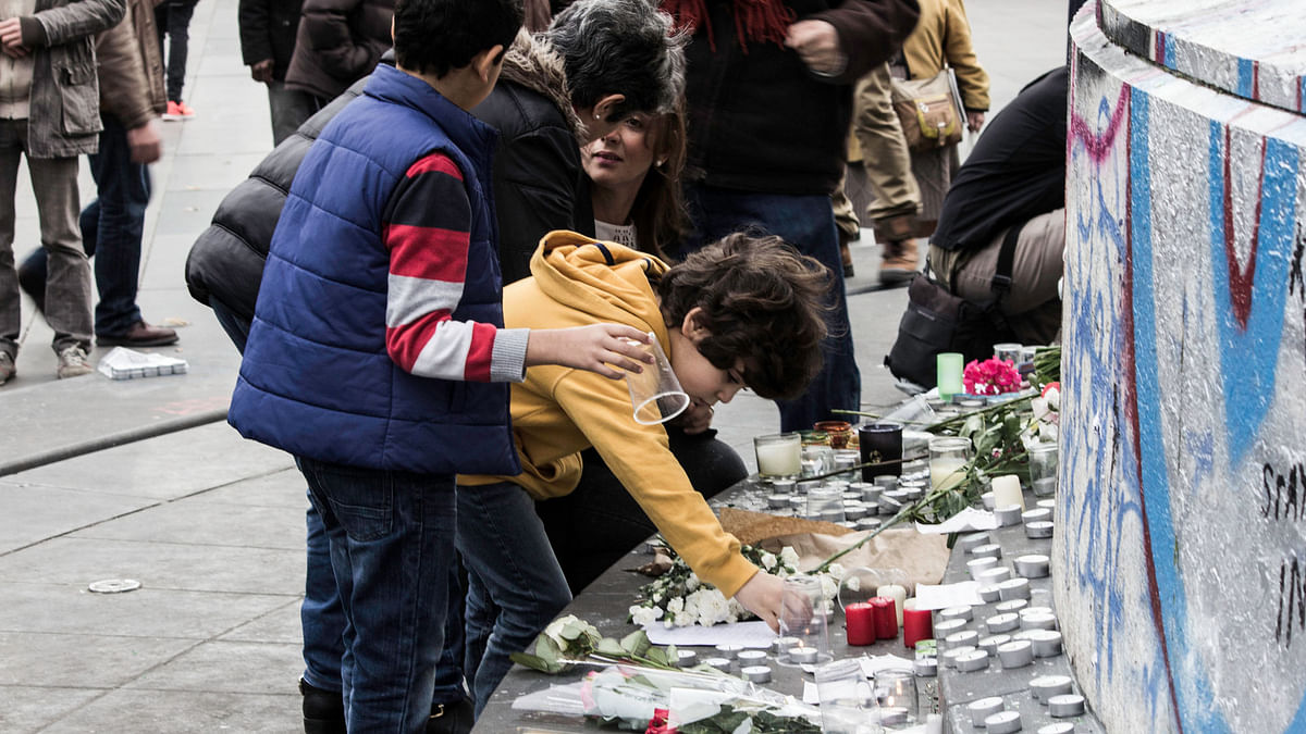 Children light candles as people mourn the deaths of innocent civilians in the November 13 terror attacks in Paris. (Photo: Karan Sarnaik)