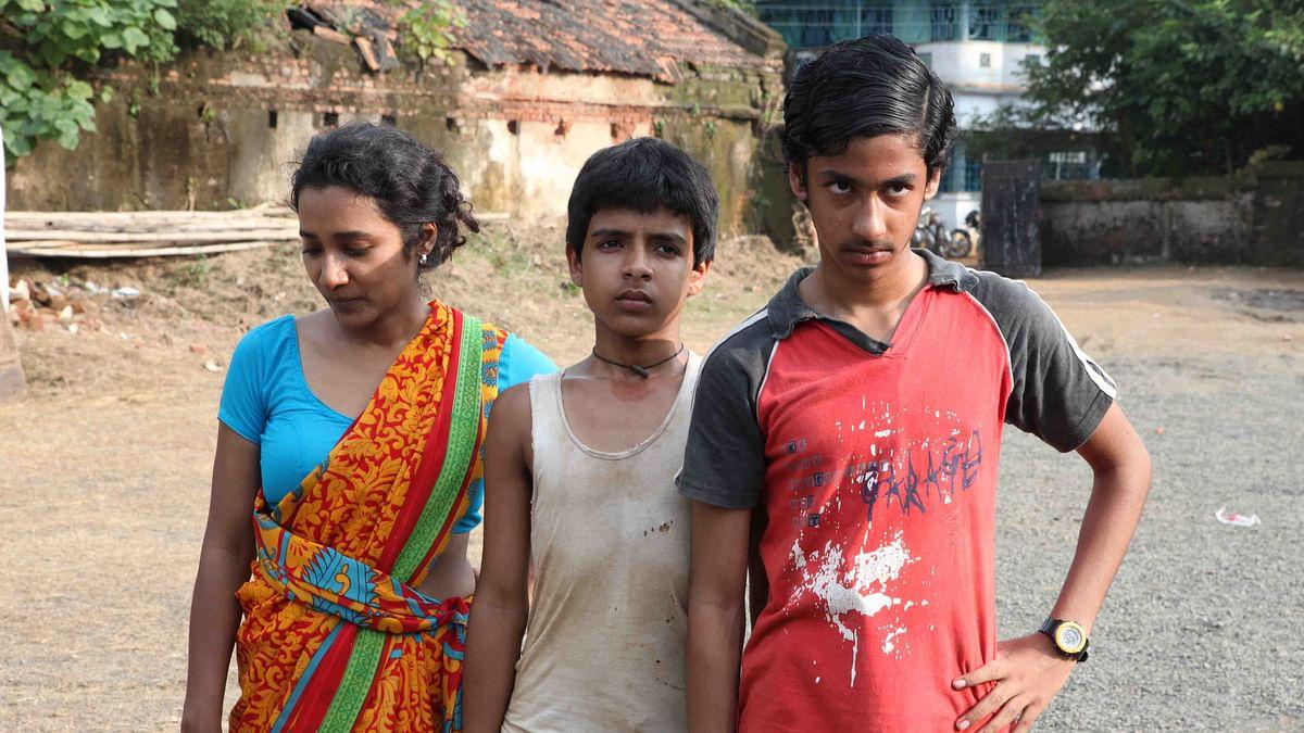 Tannishtha Chatterjee, Soham Maitra and Riddhi Sen in <i>Chauranga</i>