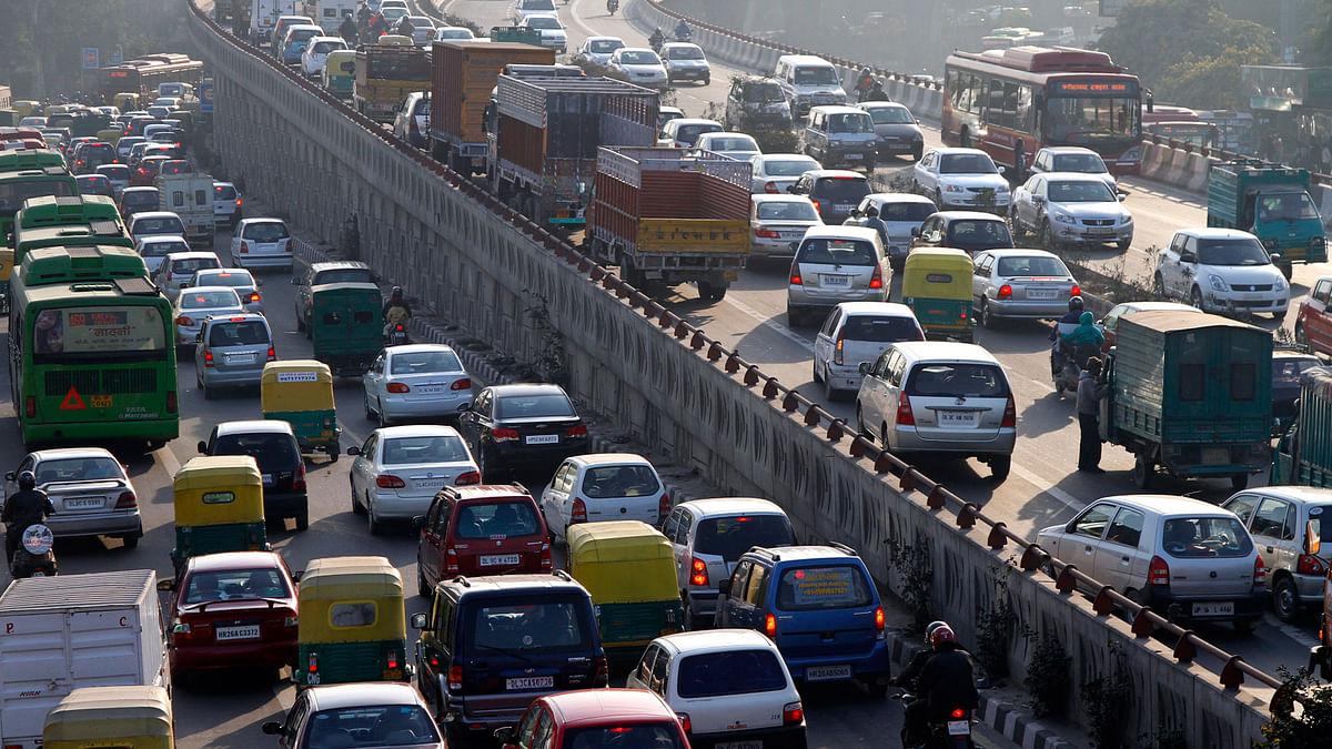 Traffic crawls bumper-to-bumper on road in New Delhi. (File photo: Reuters)