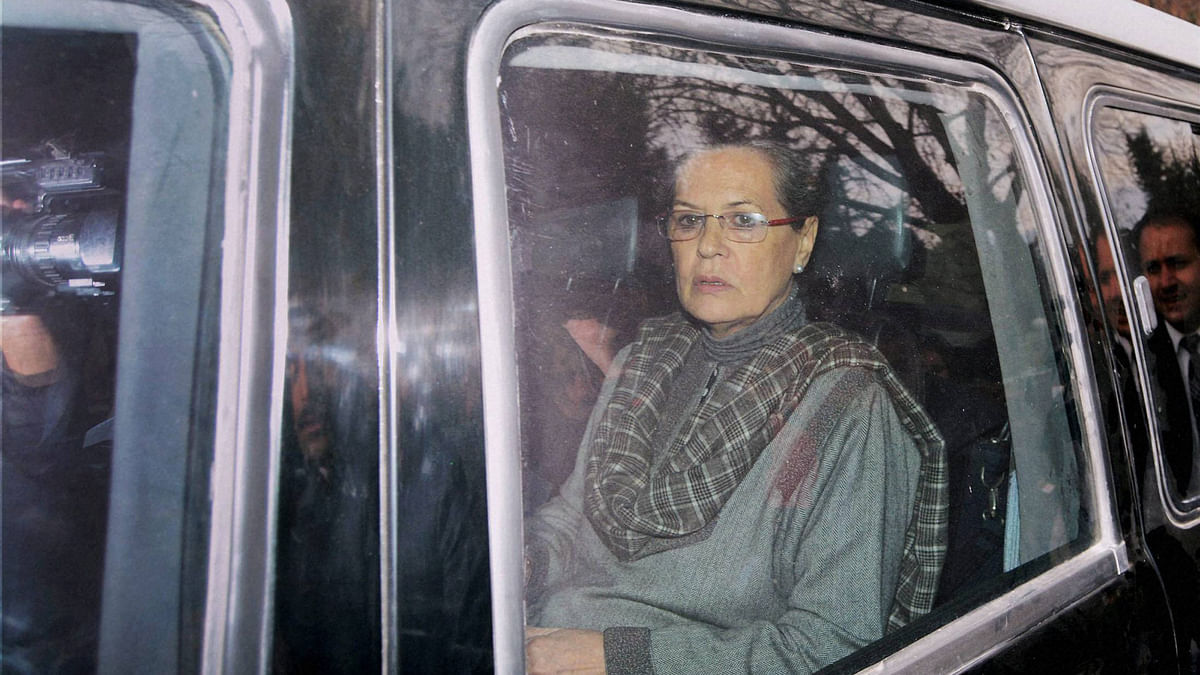 Sonia Gandhi arrives at the residence of deceased Chief Minister of Jammu and Kashmir Mufti Mohammad Syed to offer her condolences to Mehbooba Mufti. (Photo: PTI)