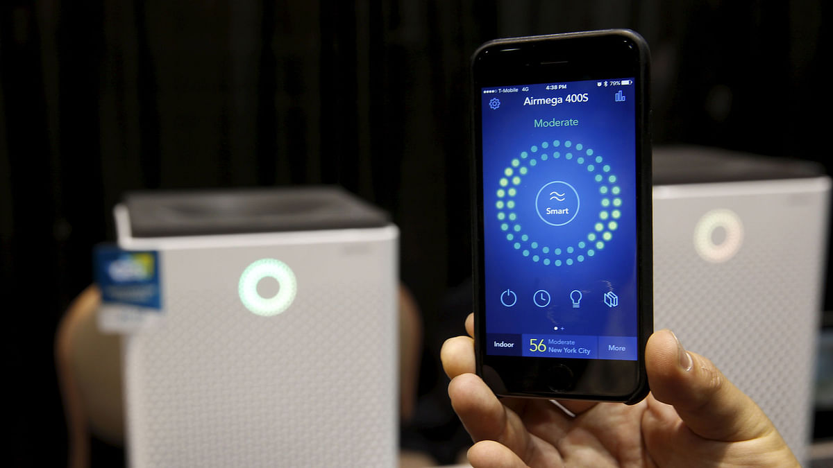 A smartphone receives real-time information on air quality from an Airmega air purifier from Coway during CES Unveiled, a preview event of the 2016 International CES trade show, in Las Vegas, Nevada January 4, 2016.  (Photo: Reuters)