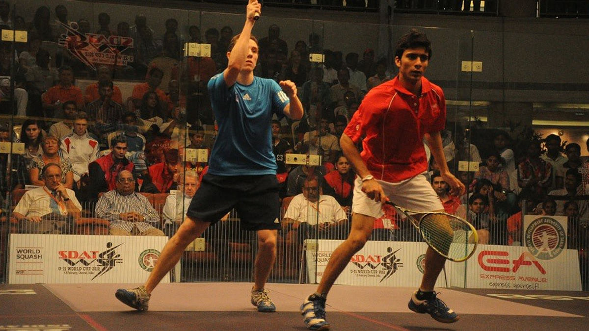 """National-level squash player Ravi Dixit (R) during a match. (Photo: <a href=""""https://www.facebook.com/photo.php?fbid=10152045494840273&amp;set=pb.618175272.-2207520000.1452590579.&amp;type=3&amp;theater"""">Ravi Dixit's Facebook page</a>)"""