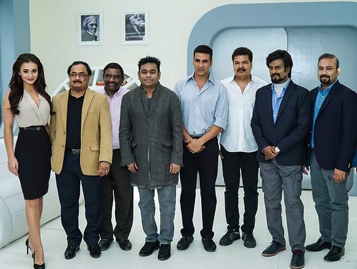 Akshay Kumar with filmmaker Shankar, Rajinikanth, AR Rahman and other members of team <i>Robot 2.0 </i>(Photo courtesy: Twitter)