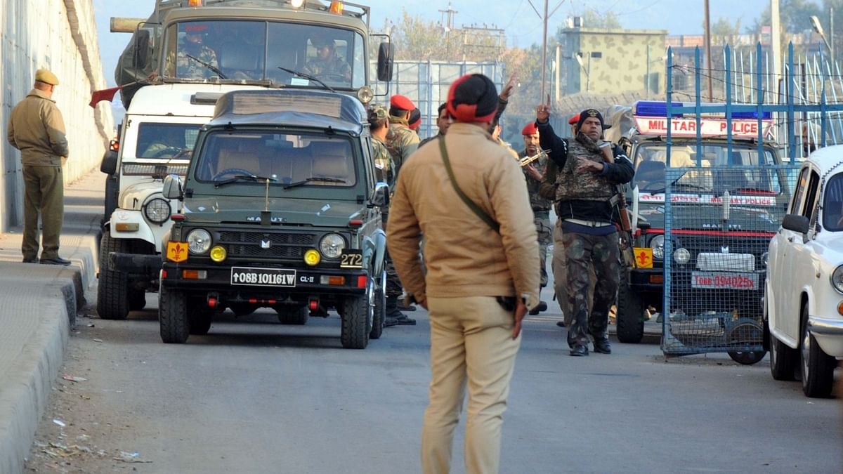 Army being mobilised in Pathankot to neutralize the militants who attacked an Indian Air Force (IAF) base in the city on Jan 2, 2016. (Photo: IANS)