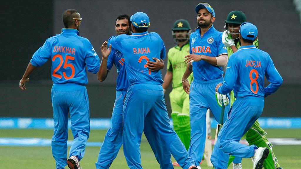 Mohammad Shami celebrates a wicket with his teammates. (Photo: Reuters)
