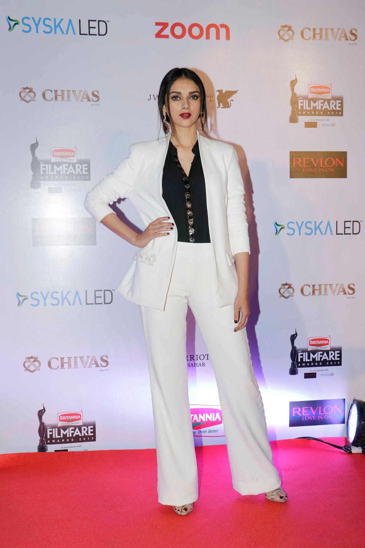 Aditi Rao Hydari is such a  stunner in this white suit (Photo: Yogen Shah)