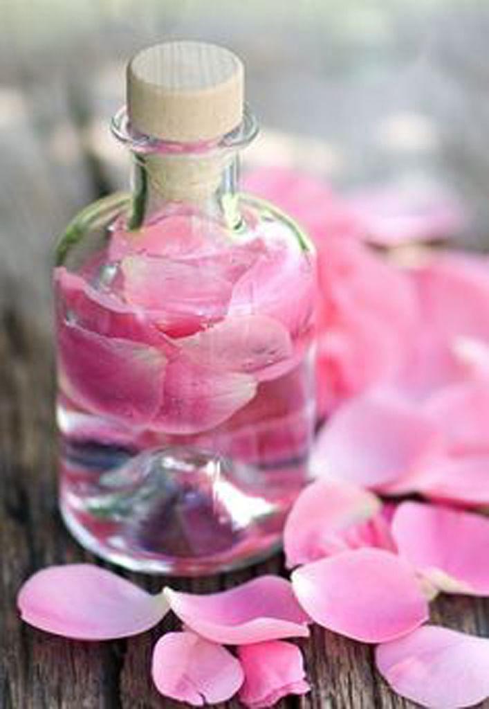 Use rose water if you have irritated skin. (Photo Courtesy: Pinterest)