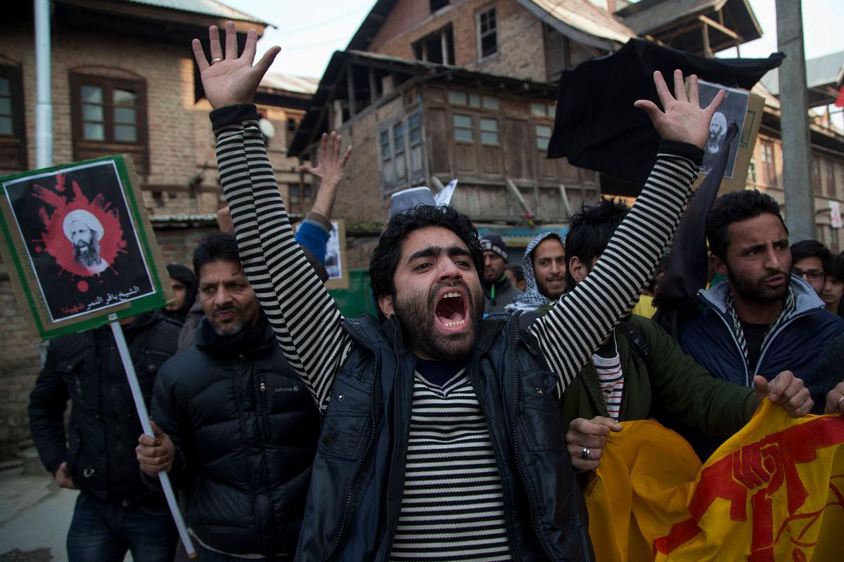 A Kashmiri Shiite Muslim man shouts slogans against the execution of Sheikh Nimr al-Nimr, during a protest in Srinagar, January 2016. (Photo: AP)