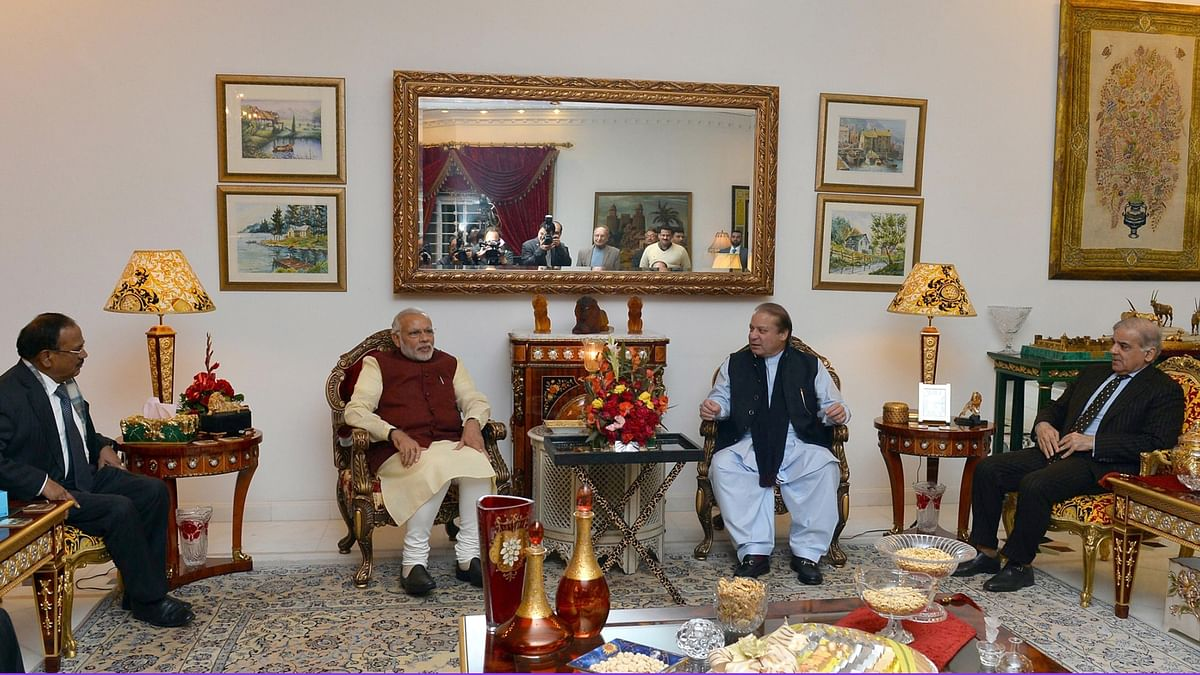 Prime Minister Narendra Modi meets Pakistan Prime Minister Nawaz Sharif, at Lahore, Pakistan on December 25, 2015. (Photo: IANS)
