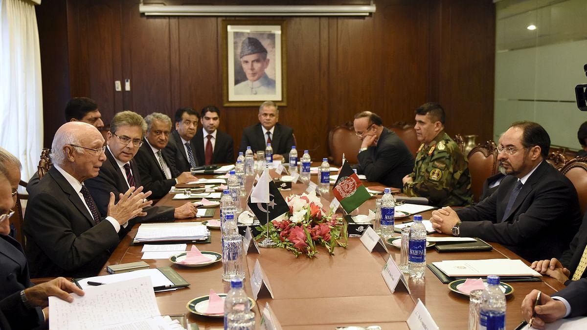 In this file photo, Afghan Foreign Minister Salahuddin Rabbani (R) talks with Pakistan's National Security Adviser Sartaj Aziz (L). (Photo: Reuters)