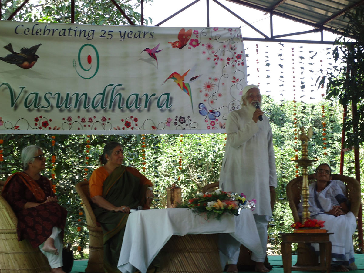 Sunderlal ji still comes to the Navdanya Earth University to teach courses on Gandhi and non-violence.