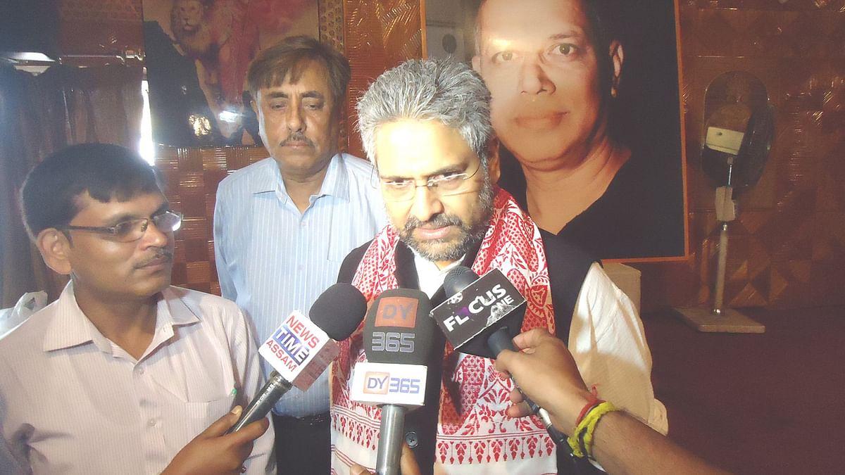 Journalist Varadarajan Gheraoed by ABVP in Allahabad University