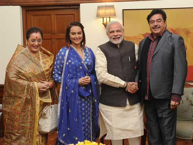 Shatrughan Sinha meets Prime Minister Narendra Modi along with wife Poonam and daughter Sonakshi (Photo courtesy: Twitter)