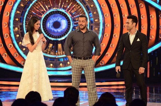 Divya, Salman and Pulkit having a rather good time on the set of Bigg Boss 9