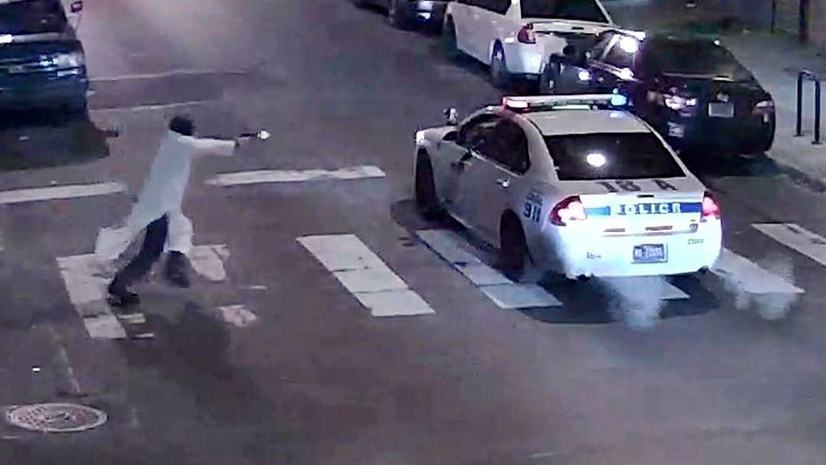 A gunman approaching a Philadelphia Police vehicle in which Officer Jesse Hartnett was shot. (Photo: Reuters)