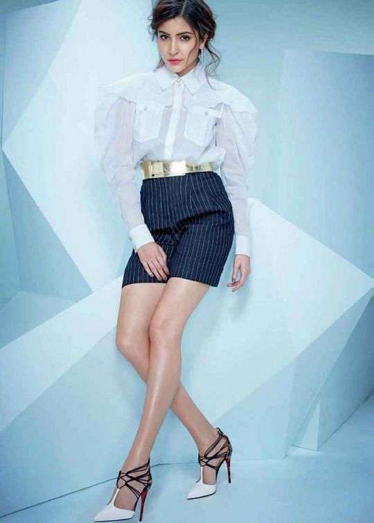 """Anushka Sharma teaches you the skill of power dressing (Photo:<a href=""""https://in.pinterest.com/pin/324329610642091772/""""> Pinterest/Hollybolly</a>)"""