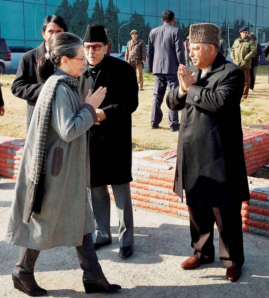 Congress President Sonia Gandhi being welcomed by Jammu and Kashmir Pradesh Congress Committee Chief Ghulam Ahmad Mir. (Photo: PTI)